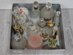LARGE QUANTITY OF VINTAGE PERFUME AND SCENT BOTTLES INCLUDES ONE WITH HALLMARKED SILVER RIM AND