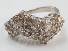 18CT WHITE GOLD DIAMOND ZIG ZAG CLUSTER RING, SIZE K, 5.6G