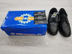A PAIR OF SIZE 10 SAFETY WORK SHOES BLACK UNWORN BOXED