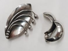 TWO DANISH SILVER BROOCHES BY CARL OVE FRYDENSBERG (1949-1982) 14.9G