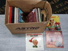 ASSORTED BOX OF VINYL RECORDS INCLUDING BING CROSBY WHITE CHRISTMAS AND THE KING AND I
