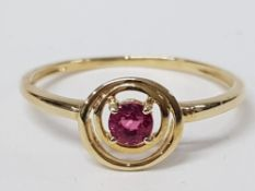A 9CT YELLOW GOLD AND PINK STONE RING SIZE S 1.4G GROSS