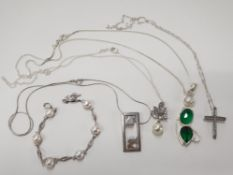 4 SILVER NECKLACES WITH PENDANTS AND ONE SILVER BRACELET 47.5G