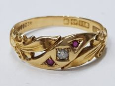 ANTIQUE 18CT YELLOW GOLD DIAMOND AND RUBY BAND RING, SET WITH A ROUND CUT DIAMOND IN THE CENTRE,