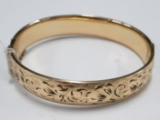 1/5 9CT GOLD AND METAL CORE BANGLE WITH SAFETY CHAIN 60MM X 55MM 21.7G GROSS