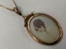 "LARGE DOUBLE SIDED 9CT GOLD LOCKET WITH GLASS ON A 9CT GOLD FINE BOX CHAIN 18"" GROSS WEIGHT 8.4G"
