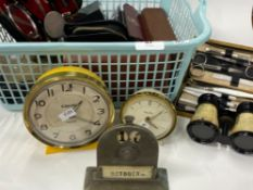 TRAY LOT OF NUMEROUS MENS TRAVELLING GROOMING KITS, MECHANICAL CLOCKS, DESK ORNAMENTS AND A