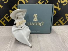 LLADRO FIGURE 7041 FRAGRANT BOUQUET WITH ORIGINAL BOX