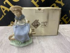 NAO BY LLADRO FIGURE 1106 FRIENDLY ADVICE, WITH ORIGINAL BOX