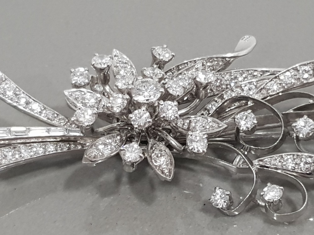 18CT WHITE GOLD ORNATE DIAMOND FLOWER CLUSTER BROOCH COMPRISING OF ROUND BRILLIANT CUT DIAMONDS - Image 3 of 3