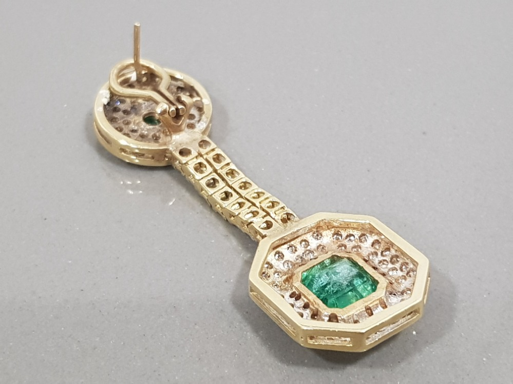 14CT YELLOW GOLD EMERALD AND DIAMOND DROP EARRINGS COMPRISING OF A CIRCLE DIAMOND WITH EMERALD - Image 2 of 3