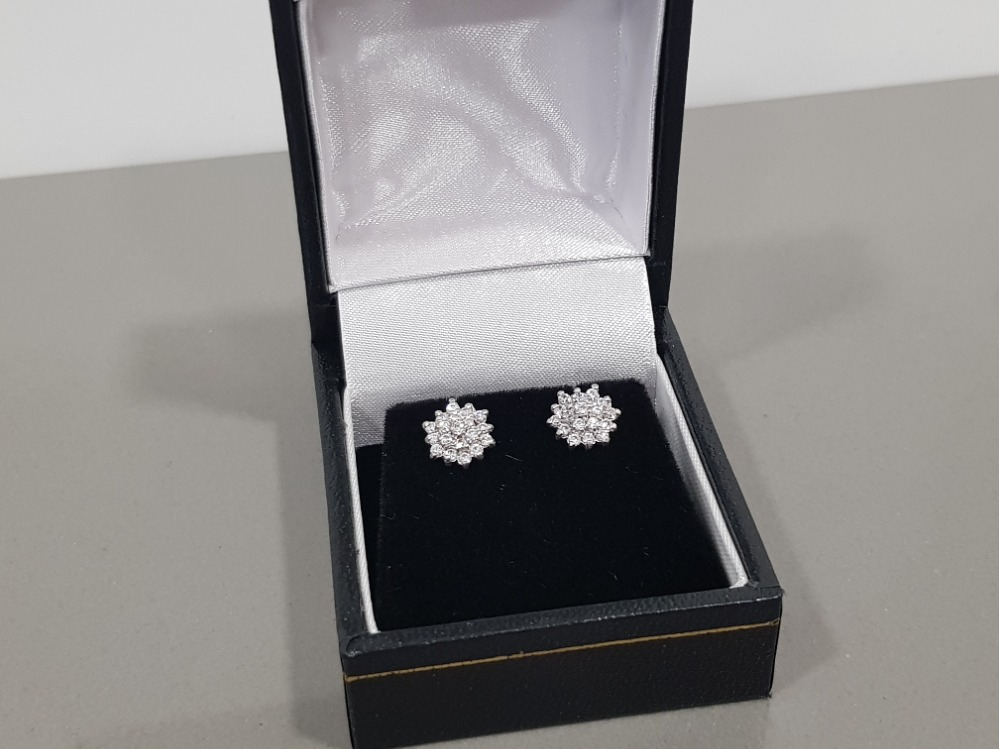 9CT WHITE AND YELLOW GOLD DIAMOND CLUSTER STUD EARRINGS - Image 2 of 2