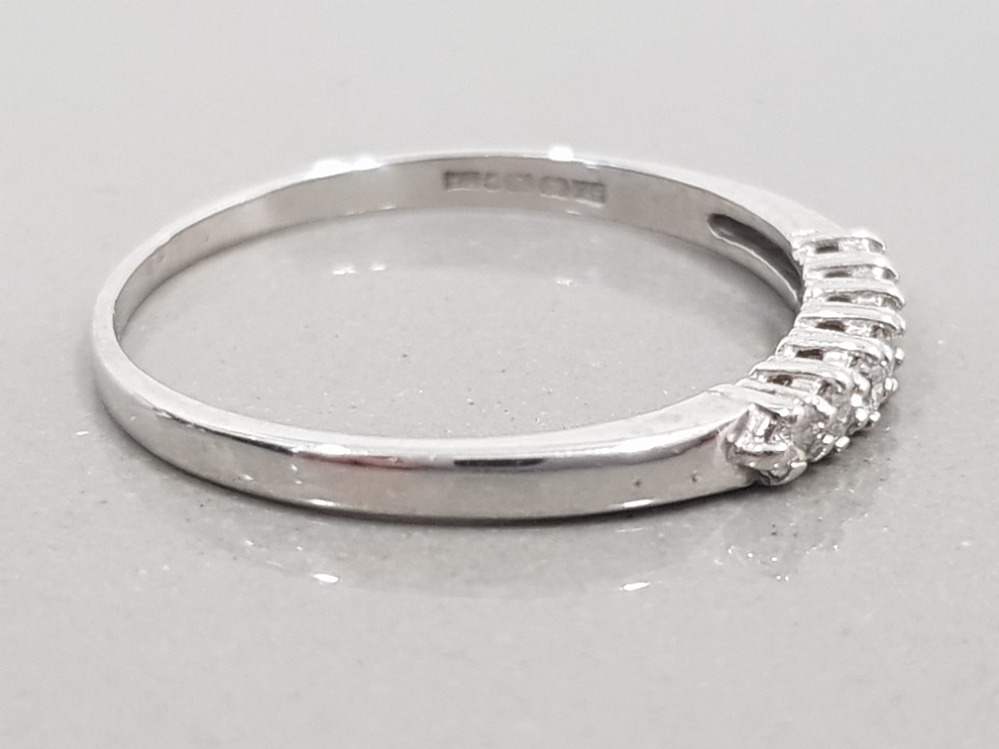 18CT WHITE GOLD DIAMOND ETERNITY RING 2G SIZE T1/2 - Image 2 of 2
