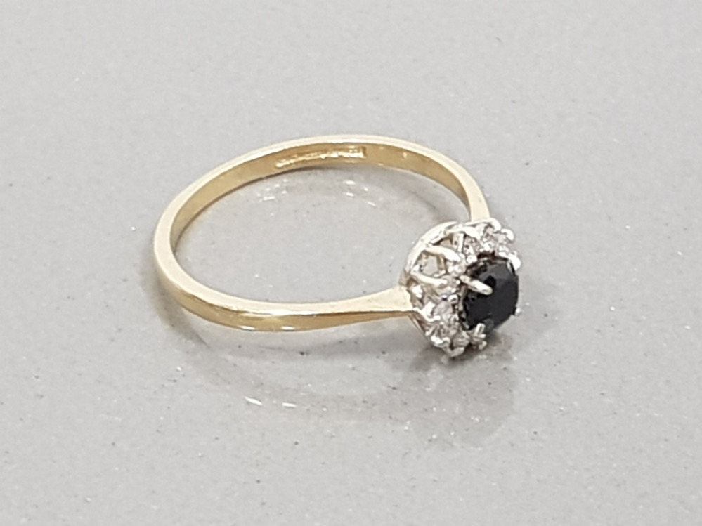 9CT YELLOW GOLD SAPPHIRE AND DIAMOND CLUSTER RING SIZE L1/2 - Image 2 of 2