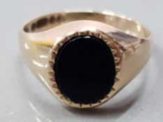 VINTAGE .375 9CT YELLOW GOLD OVAL BLACK ONYX INLAY SIGNET RING, 2.3G GROSS SIZE M 1/2, BLACK ONYX