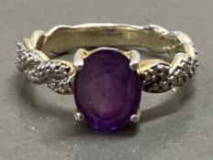 SILVER AND AMETHYST SOLITAIRE RING, 4.9G SIZE S