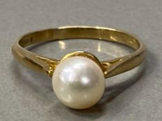 9CT GOLD CULTURED PEARL SOLITAIRE RING, 1.9G SIZE K