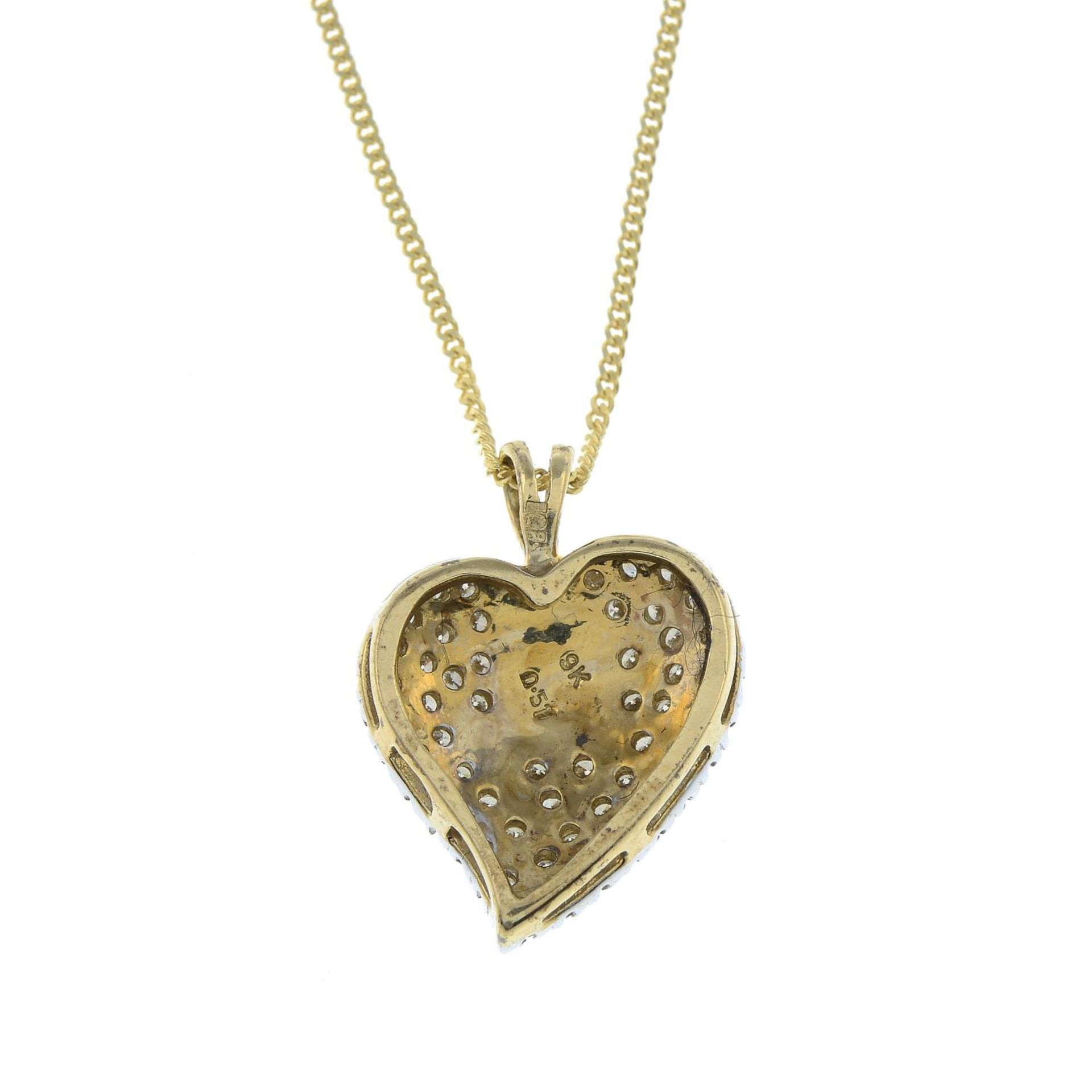 A 9ct gold brilliant-cut diamond heart pendant, with 9ct gold chain. - Bild 2 aus 2