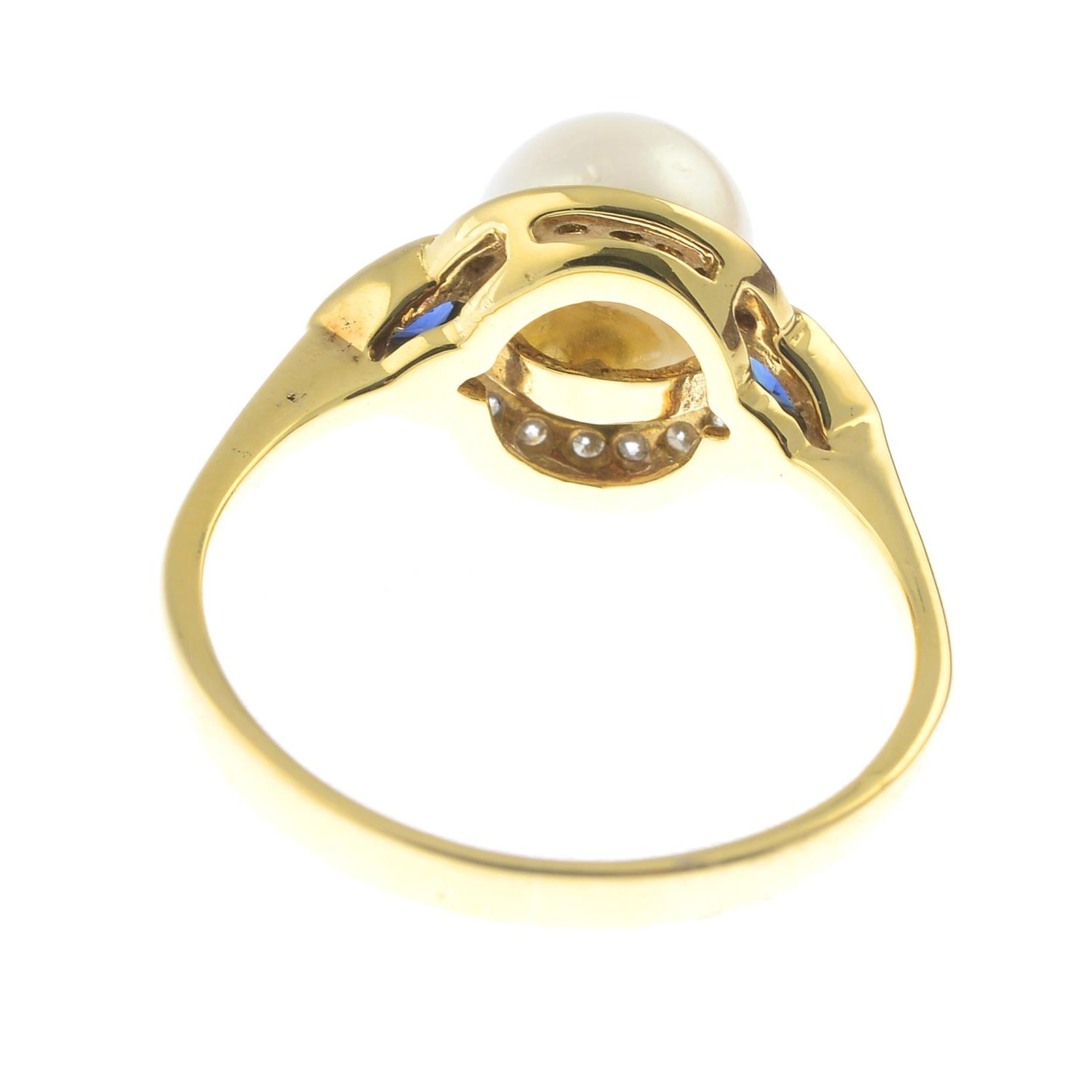 An 18ct gold cultured pearl, - Bild 2 aus 2