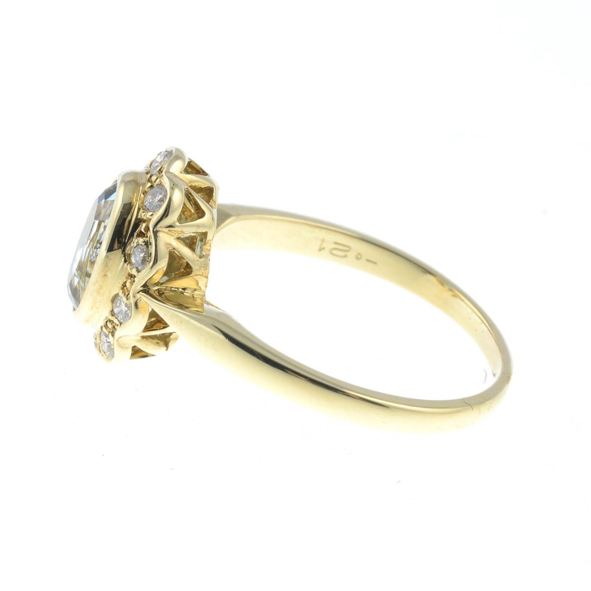 An aquamarine and brilliant-cut diamond cluster ring.Total diamond weight 0.21ct, - Bild 3 aus 3