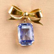 A mid 20th century 18ct gold Sri Lankan sapphire bow brooch.
