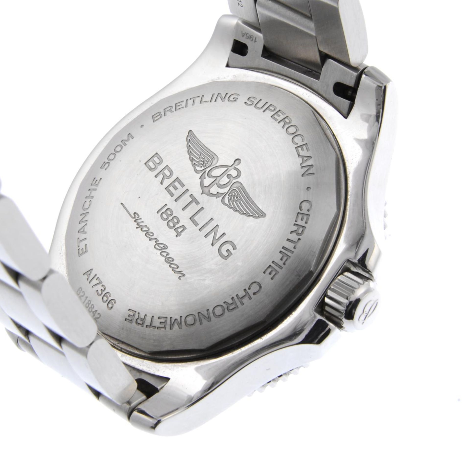 Los 8 - BREITLING - a gentleman's SuperOcean 42 bracelet watch.
