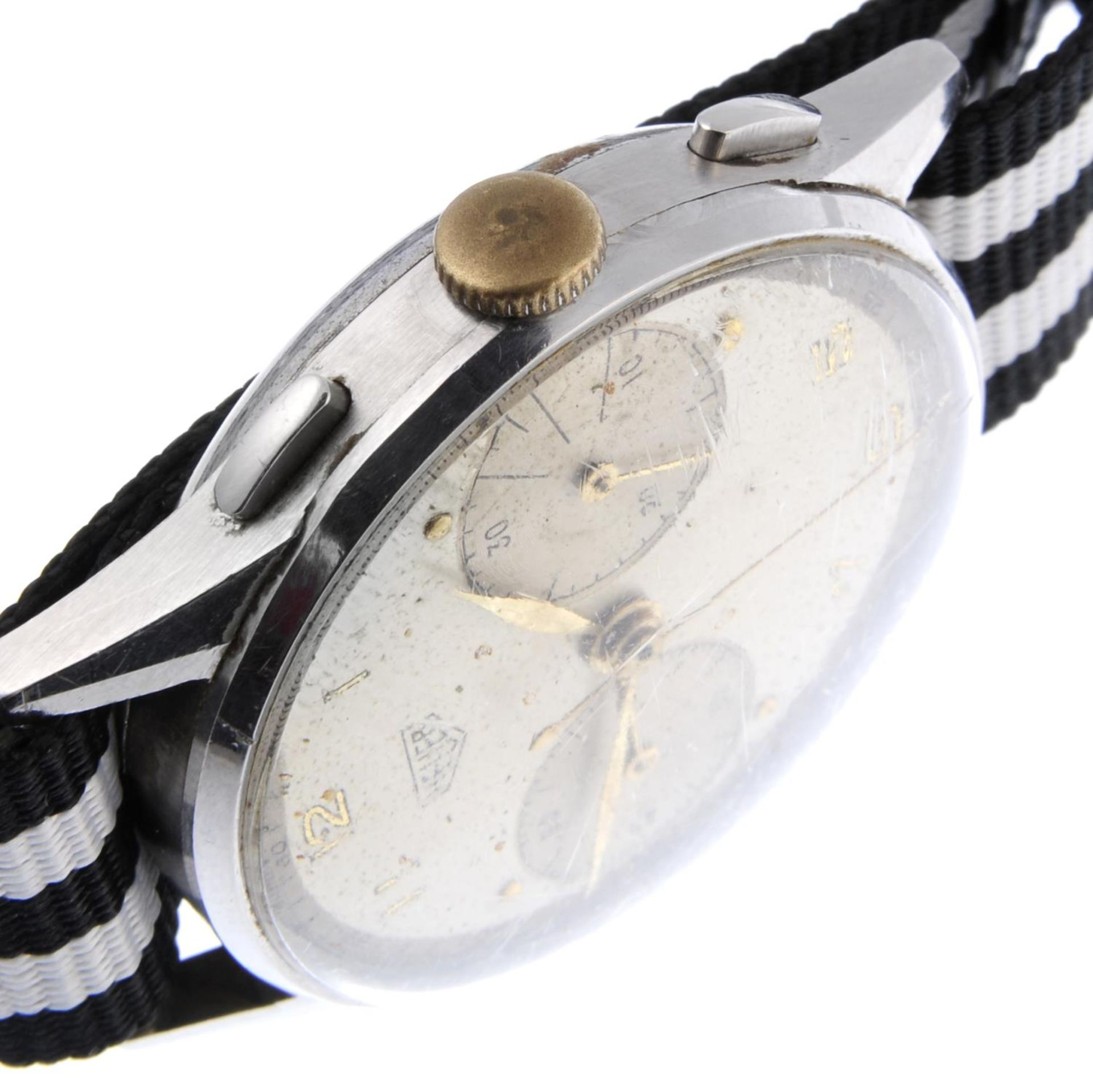 Los 32 - HEUER - a gentleman's chronograph wrist watch.