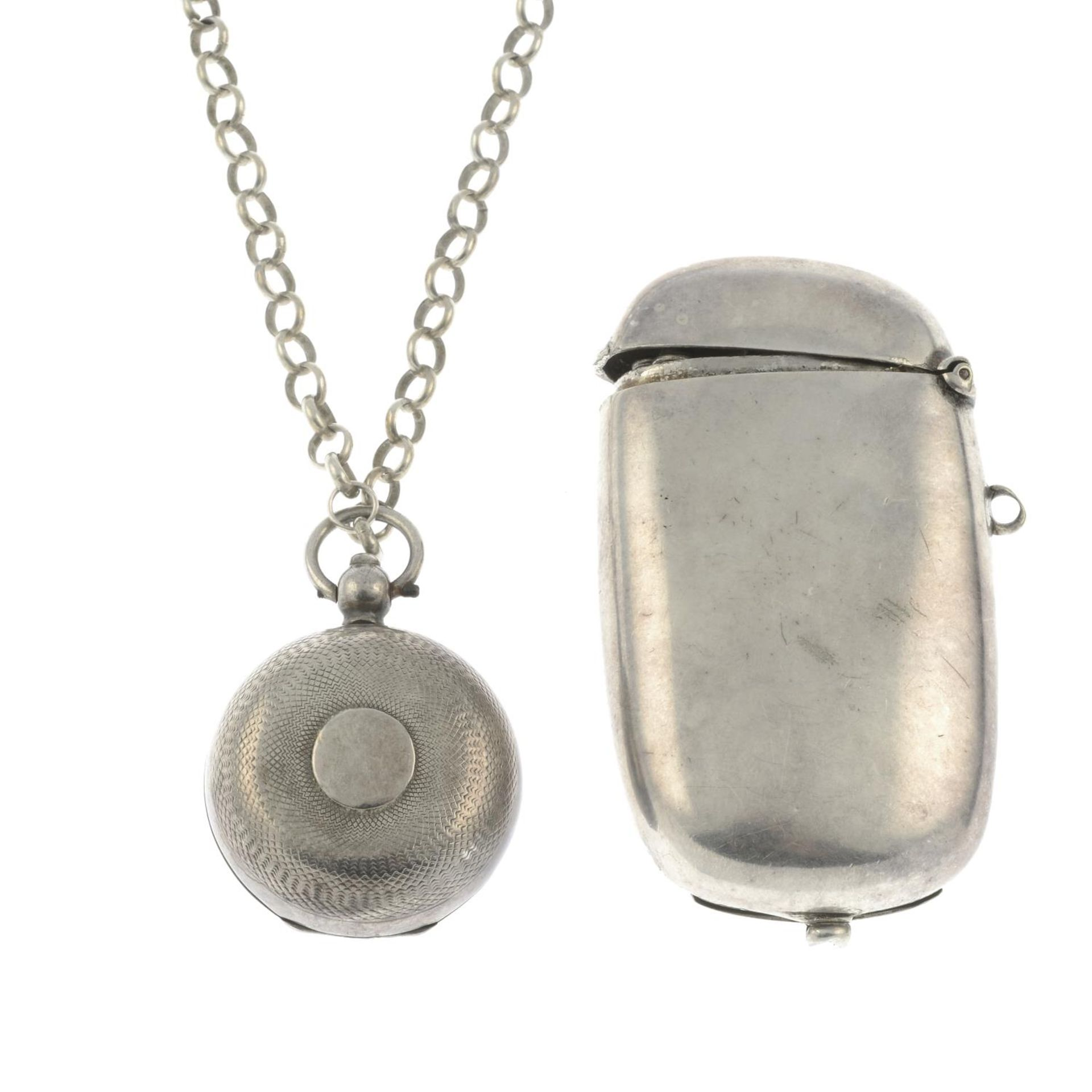 An Edwardian silver sovereign case with chain,