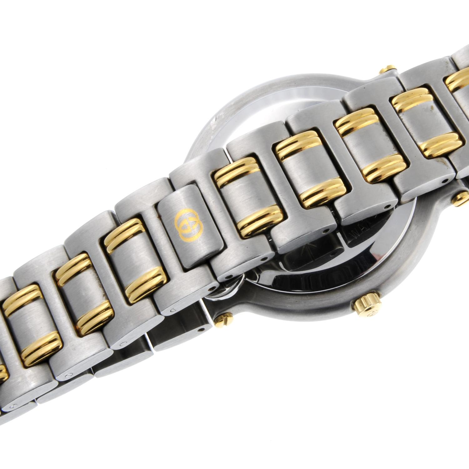 GUCCI - a mid-size 9000G bracelet watch. - Image 2 of 4