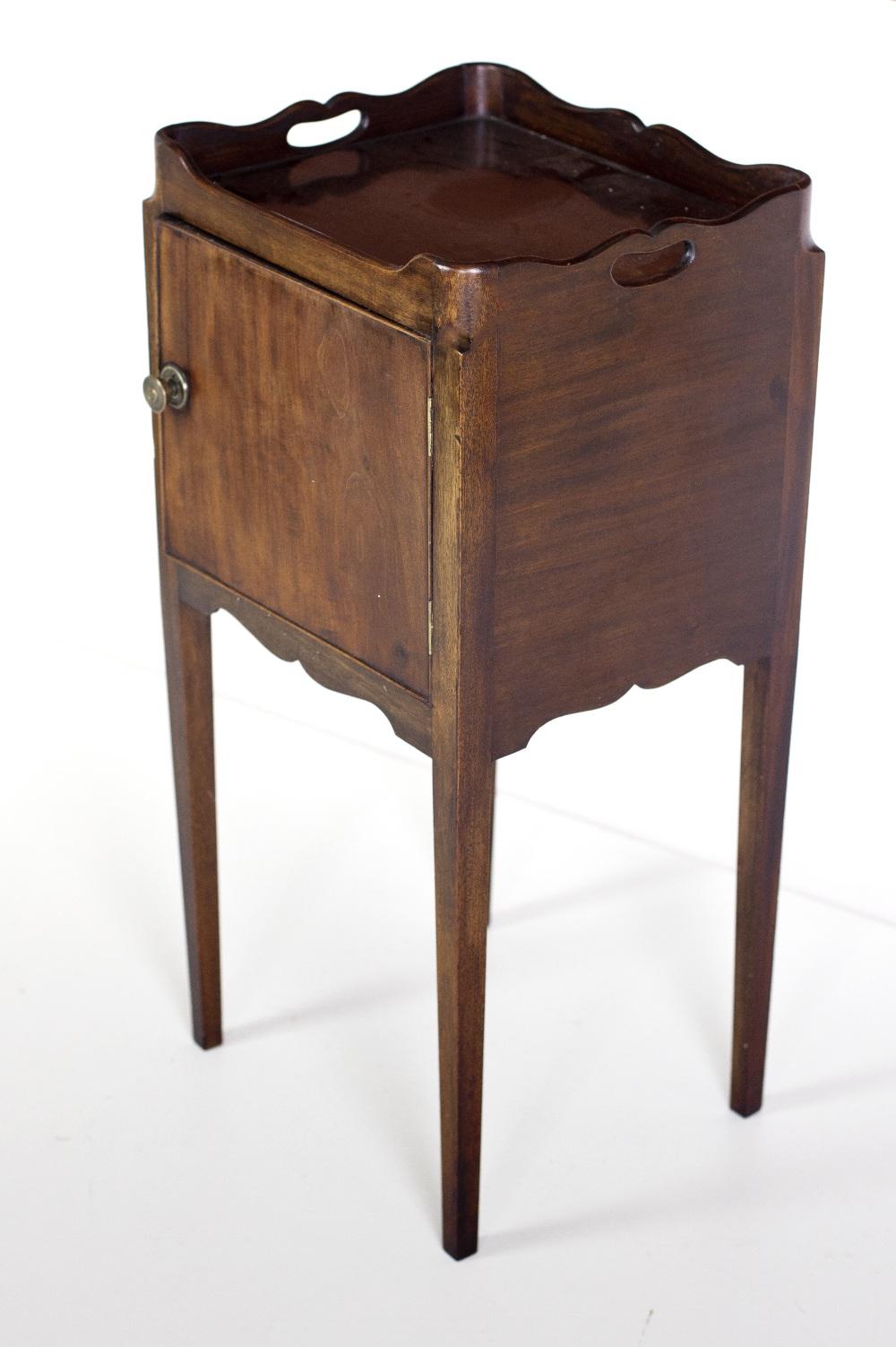 Lot 23 - A fine quality Georgian style mahogany tray top Bedside Locker,
