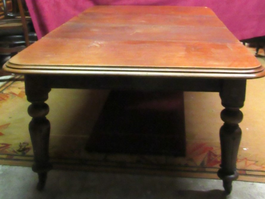 Lot 47 - An Irish Victorian mahogany extending Dining Table, with two spare leaves, on shaped bulbous legs,