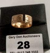 9k gold ring, broken, w: 2.12 grams, size K/L