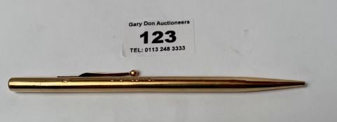 9k gold pencil, engraved with 2 names, w: 14.81 grams, length 5""