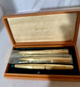 18k gold cased Parker set including fountain pen, ballpoint pen and propelling pencil