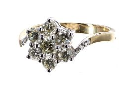 Modern 18ct yellow gold seven stone diamond daisy cluster ring, round brilliant-cut, estimated 1.