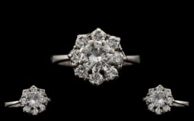 Stunning 18ct White Gold Attractive Diamond Set Cluster Ring,