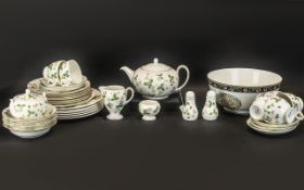 Wedgwood 'Wild Strawberry' Tea/Dinner Service comprising 6 cups, 6 saucers, 6 side plates, 6 bowls,