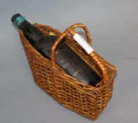 A bottle of Novidade Port 1922