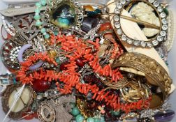 Assorted jewellery including silver, costume, etc.