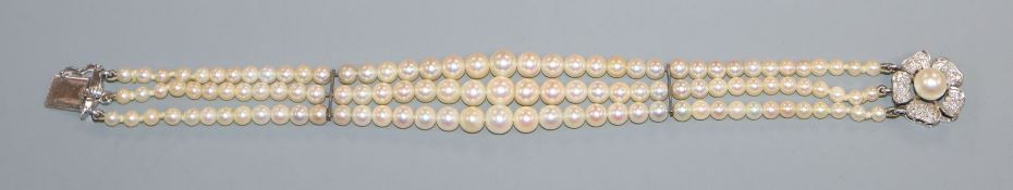 A graduated cultured pearl bracelet with diamond and cultured pearl set white metal clasp, 18cm.
