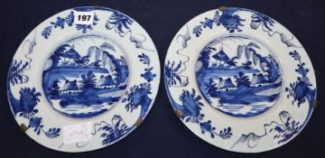 A pair of 18th century Delft blue and white dishes diameter 22.5cm