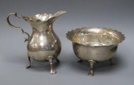 A Edwardian silver cream jug and sugar bowl by Mappin & Webb, London, 1909, 5.5 oz.