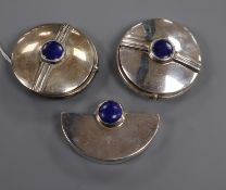 A stylish suite of three 925 and lapis lazuli Ravissant pill boxes, largest 57mm.