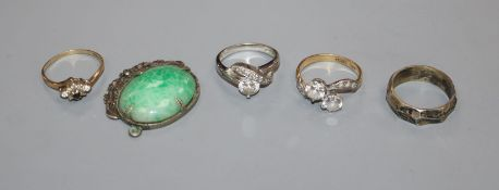 An 18ct and plat simulated diamond ring, a 9ct ring, 2 others and a paste pendant.