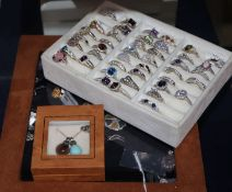 A large quantity of assorted silver and white metal dress rings (approx. 100).