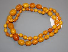 A good single strand graduated oval amber bead necklace, gross weight, 136 grams, 103cm.