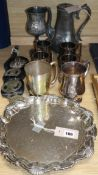 A collection of miscellaneous metalware, including plated and pewter items, horse brasses, etc. (Q)