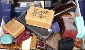 A quantity of assorted jewellery boxes.
