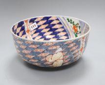 A Japanese Imari bowl, 19th century diameter 25cm