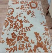 A Rug Company designer rug with gold floral patterning 183 x 122cm